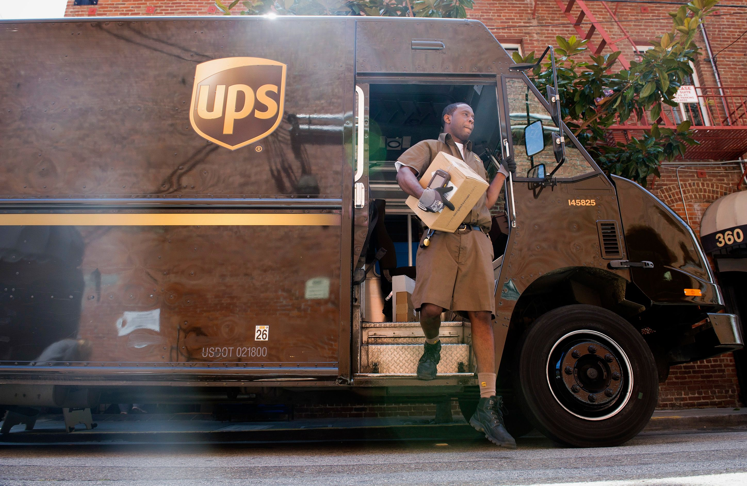 How Late Does UPS Deliver What Happens If FedEx/UPS Do Not Deliver On Time? – Refund Logistics